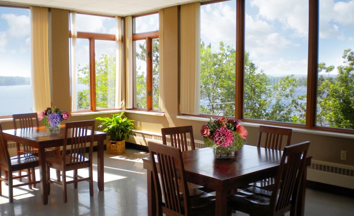 Mount_View_Interior_Lake_View