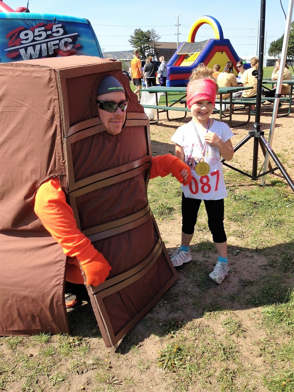 5K-Chocolate man and little girl