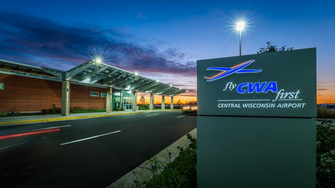 2017-10-18_CWA_Airport_020