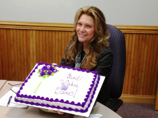Diane_Lotter_with_Retirement_Cake