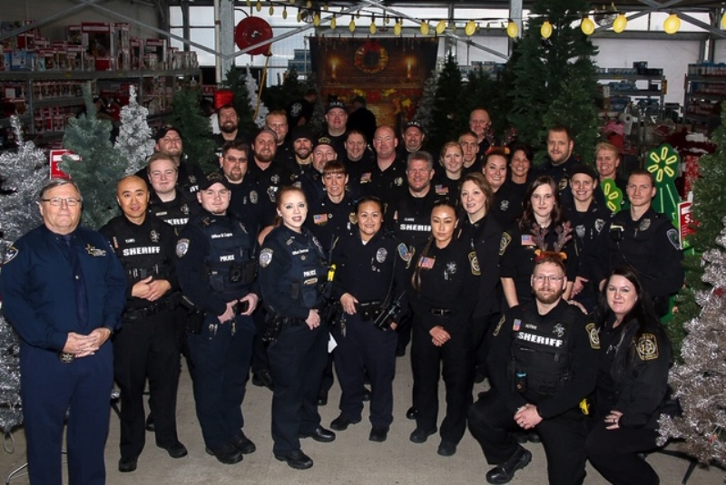 Shop with a Cop-group_photo