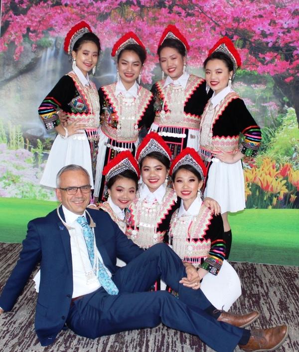 Brad_Karger_and_Hmong_Dance_Team